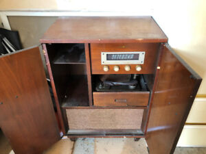 Old Radio/Record Player