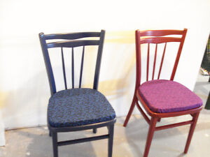 chaise en bois teint