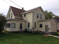 Two bedroom 1/2 duplex near holland college