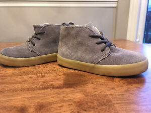 Size 8 toddler boots grey suede
