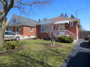 385 East 16th Bungalow  Central Hamilton Mountain Home For Sale