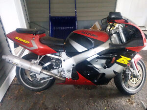 TWO for ONE - GSXR SRAD 750 - Some Assembly Required