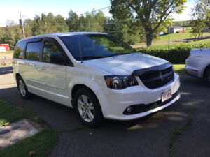 JUST REDUCED 2014 Dodge Grand Caravan