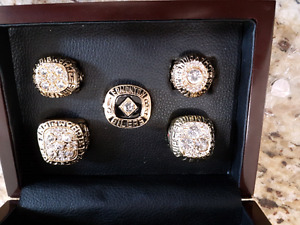 Oilers stanley cup 14K gold plated replica ring '84,'85,'87'....