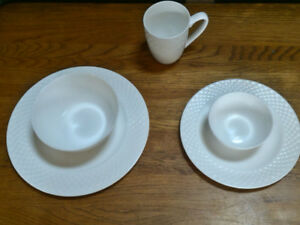 Mikasa bone white 40 piece china set