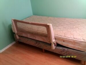 Safety 1st bed rail - 15$