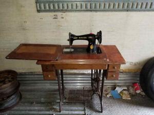 SINGER--VINTAGE  SEWING  MACHINE