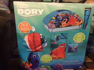 Finding Dory 4piece Dream Set & Finding Dory Activity Pad
