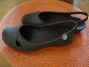 Crocs, youth girls shoes size 4