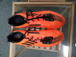 Male adidas soccer shoes - size 7.5