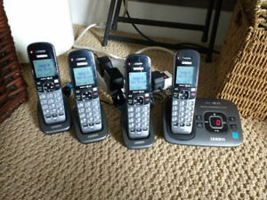 4 Cordless phones with digital answer machine