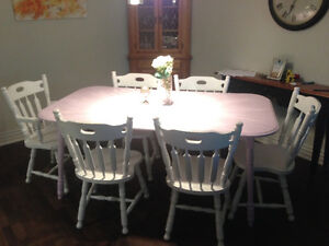 Refinished table and 6 chairs West Island Greater Montréal image 2