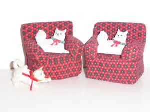 DOLL HOUSE CHRISTMAS CATS SITTING IN CHAIRS - MINT COND.