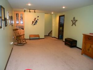 Beautiful Goderich 4 Bedroom 3 Bathroom Home Large Family Room Stratford Kitchener Area image 9