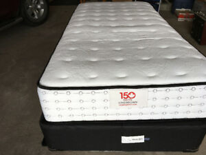 Like New Twin 150 Kingsdown Confederation bed and frame for Sale