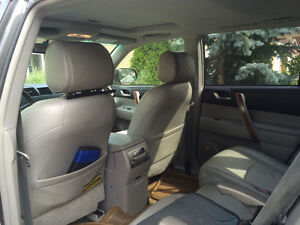 2009 Toyota Highlander Limited Sunroof,DVD Mint Condition