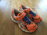 Asics kids running trainers hardly used size 10, US 11