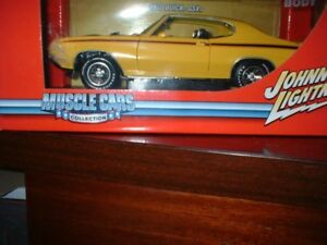 1/18 SCALE JOHNNY LIGHTNING DIECAST .1970 BUICK GSX