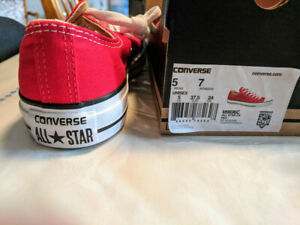 Red Converse low tops - BRAND New (Unisex)
