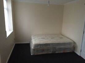 Very large double room to rent suitable for couples