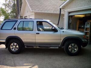 Found my parts for 1998 Nissan Pathfinder SE SUV,