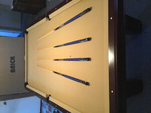 Beringer Pool Table excellent condition