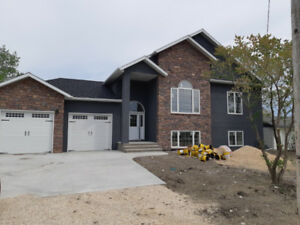 Headingley Fully Furnished New 5 Bedroom. 3 Bathroom, and More.