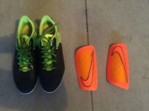 New shin gourds and soccer shoes