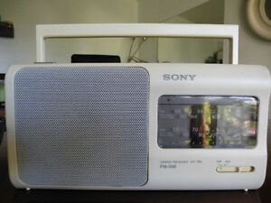 White Radio Sony Portable FM / AM 2 Bands Receiver ICF-780