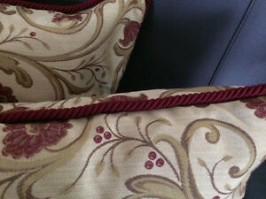 """Custom Made Gorgeous Downfilled 18"""" x 18"""" Floral Pillows Cambridge Kitchener Area image 2"""