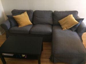 Canapé modulaire gris + table basse IKEA