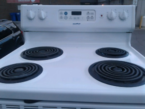 Excellent condition self cleaning stove