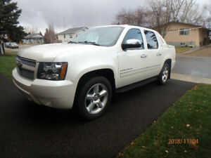 2012 Avalanche LTZ 4WD Pearl White, Loaded, NAV, Sunroof