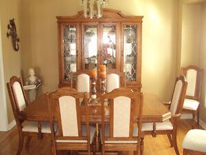SOLID OAK DINNING ROOM SET