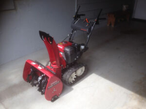 Honda HS724 Snowblower (Like New)
