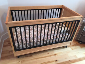 Young America Stationay Crib - Made in USA