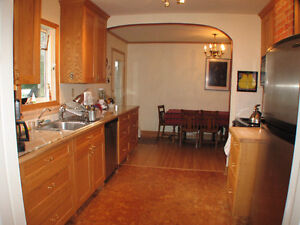 4bdrm home in east hill, great yard, partly furnashed