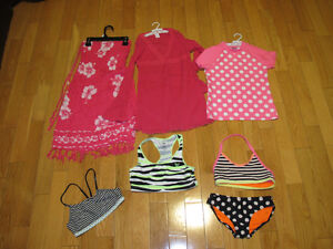 LOT DE MAILLOTS OU DE VÊTEMENTS DE PLAGE POUR FILLETTE   -ROBE