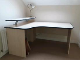 Computer /work station desk.£100 or nearest offer