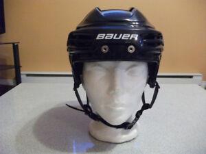 Casque de hockey pour enfant, 25$.