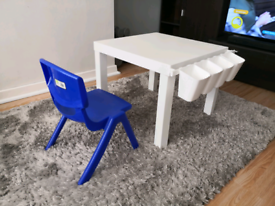 Kids drawing table and chair