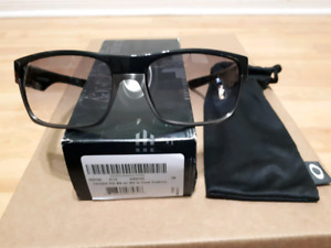 Oakley Twoface Polarized Black with Black to Clear Gradient