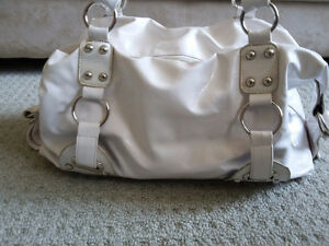 Women's white handbag shoulder bag purse London Ontario image 3