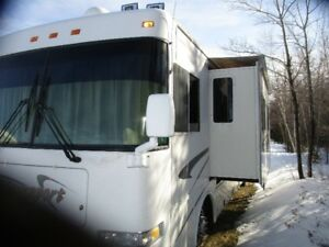 2000 Damon Ultra Sport M-3670 Diesel Pusher with one slide