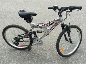 As new - Aluminum 21 speed Ladies Mountain Bike