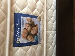 Queen Mattress and Boxspring (Sealy)