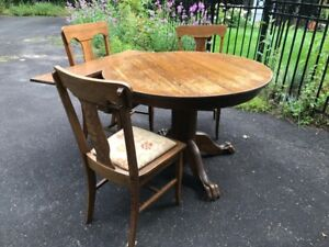 oak table and 3 chairs
