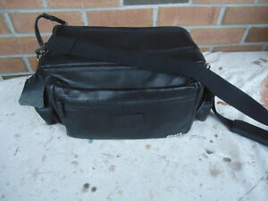 BLACK'S LEATHER CAMERA BAG LARGE BLACK IN COLOUR