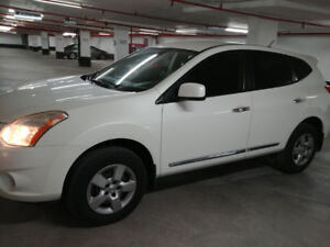 Nissan Rogue very clean(priced to sell)