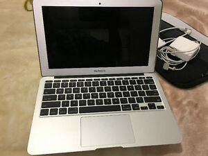 Macbook Air 11po 1.7Ghz Dual Core i5 ,comme neuf + accessoires